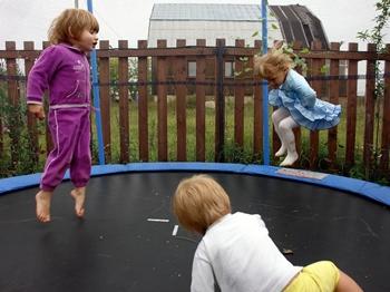Батут - любимое развлечение для детей