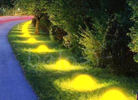 Креативное освещение парковой дорожки