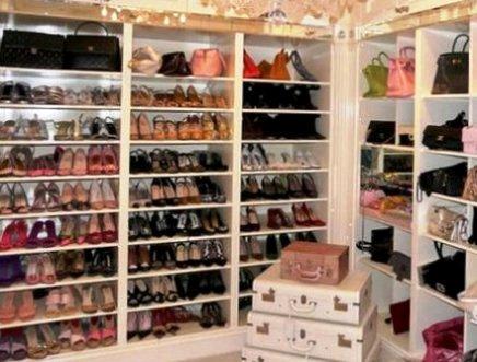 Классический вариант хранения обуви: шкаф-обувница